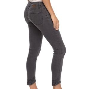 NWT Roxy Suntrippers Ankle Length Skinny Fit Jeans